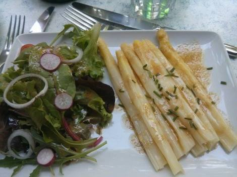 asperges vinaigrettes